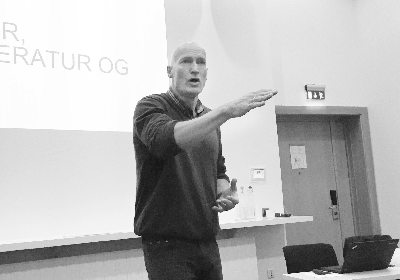 fotografi - Erik Thorstvedt holder foredrag for deltakerne