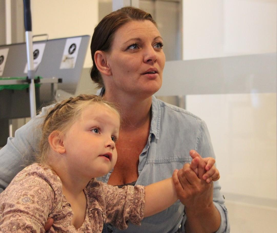 Bilde av Camilla Sagstuen sammen med datteren Olivia (4).