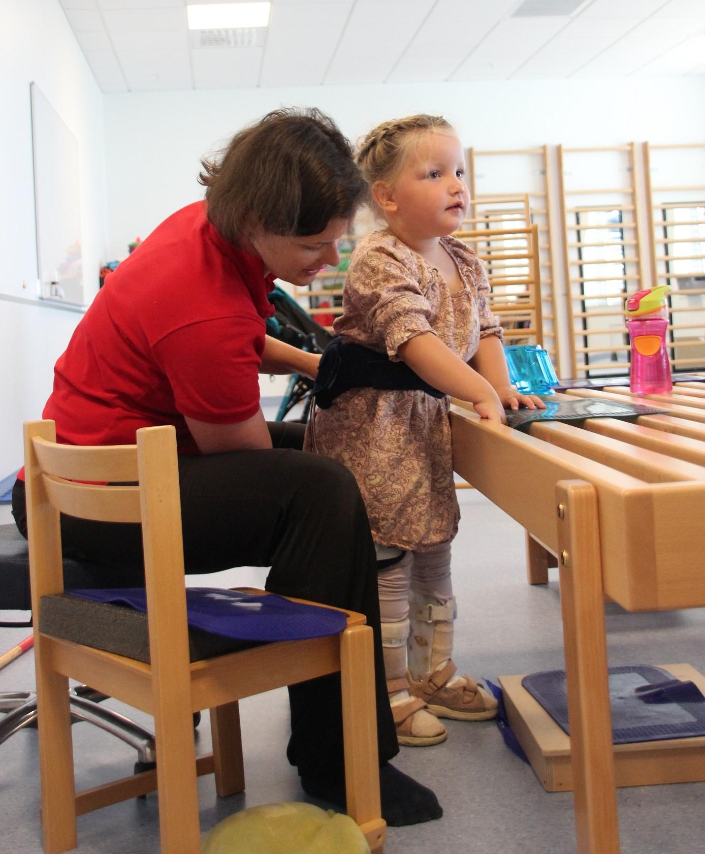 Bilde av habiliteringspedagog Zsuzsanna Fenyő og Olivia Sagstuen (4)