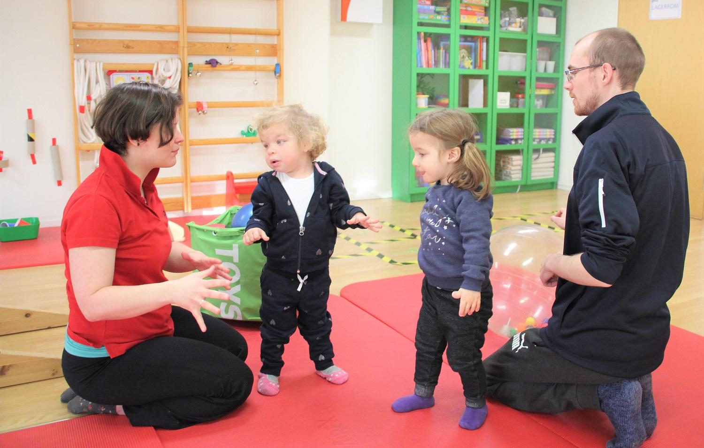 Anja og Ida trener sammen med Zsuzsanna og Kevin.